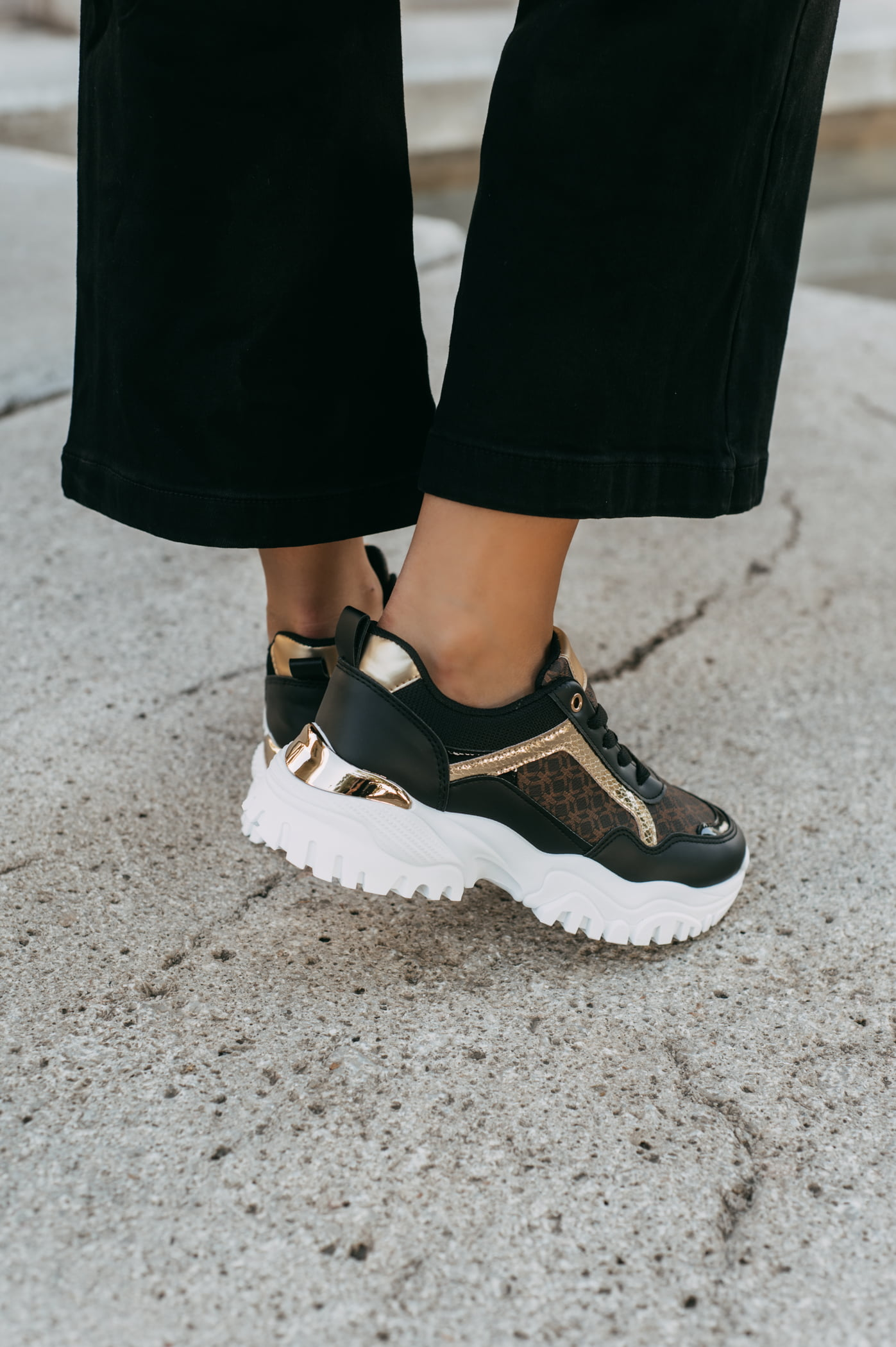 antithesis-clothing-sneakers-me-sxedio-kai-sindiasmo-xrwmatwnm (1)